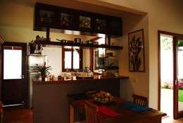 ห้องทานข้าว by Mônica Mellone Arquitetura