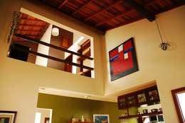 ห้องนั่งเล่น by Mônica Mellone Arquitetura