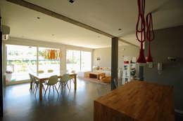 Estar Comedor: Comedores de estilo minimalista por Queixalós.Trull Arquitectos