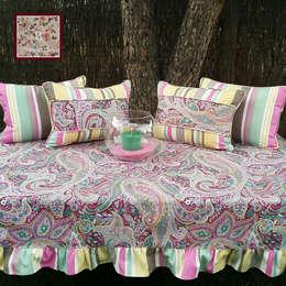 Jardines de estilo clásico por Home by TPD 'El Arte de Recibir en Casa'