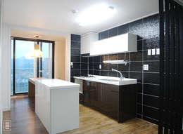 Projekty,  Kuchnia zaprojektowane przez 로움 건축과 디자인