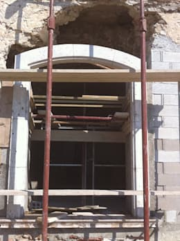 Encadrement d'ouverture: Maisons de style de style Méditerranéen par BATIR AU NATUREL
