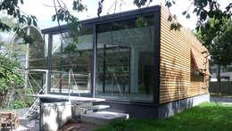En toute discrétion...: Maisons de style de style Moderne par VORTEX atelier d'architecture