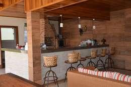 Que materiais podem ser misturados?: Piscinas rústicas por Solange Figueiredo - ALLS Arquitetura e engenharia