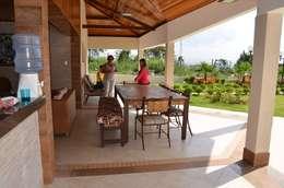 Piscinas de estilo rústico por Solange Figueiredo - ALLS Arquitetura e engenharia