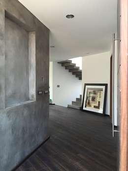 LA RIOJA: Pasillos y recibidores de estilo  por Arki3d