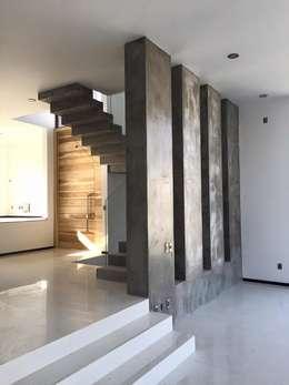 Pasillos y recibidores de estilo  por Arki3d