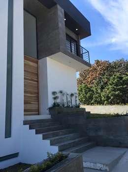 BOSQUES DE BUGAMBILIAS: Casas de estilo moderno por Arki3d