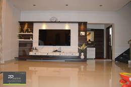Mr Suhas Ranavde Banglow Project: modern Living room by RP Design Studio