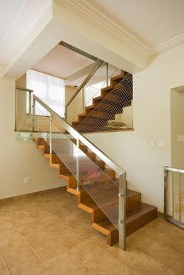 Corridor and hallway by canatelli arquitetura e design