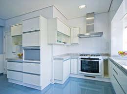 classic Kitchen by canatelli arquitetura e design
