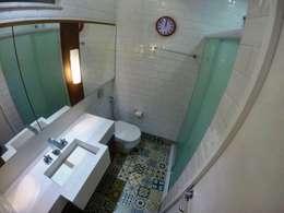 Banheiro: Banheiros modernos por CORES - Arquitetura e Interiores