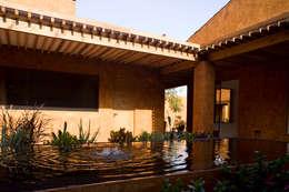 Casa Malinalco: Casas de estilo moderno por José Vigil Arquitectos