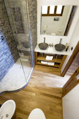 Baños de estilo moderno por Salvo Lombardo Architetto