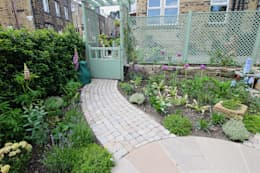 Jardines de estilo rústico por J B Landscapes LTD