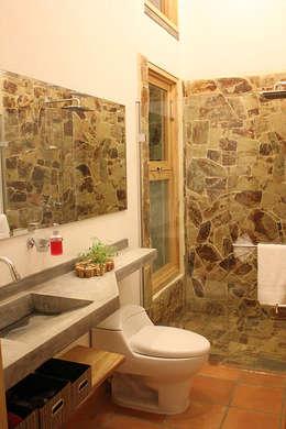 interior137 arquitectos : modern tarz Banyo