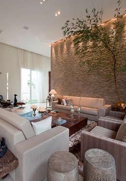 Salones de estilo moderno de Maria Helena Caetano _ Arquitetura e Interiores