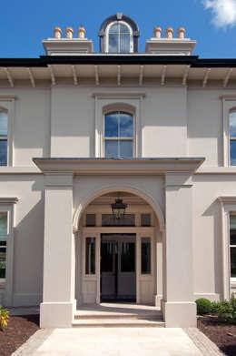 Projekty, klasyczne Domy zaprojektowane przez Des Ewing Residential Architects