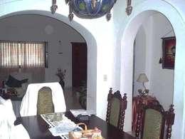 Reforma Casa en Caballito C.A.B.A: Comedores de estilo moderno por AyC Arquitectura