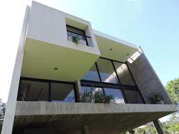 Terraza en doble altura.: Terrazas de estilo  por jose m zamora ARQ