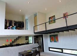Entrepiso.: Livings de estilo minimalista por jose m zamora ARQ
