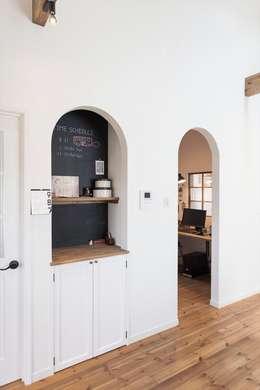 黒板・造作収納 - こだわりが詰まった完全二世帯住宅の家: ジャストの家が手掛けたリビングです。