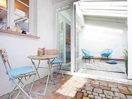 hausundso Immobilien Offenburg: modern tarz Balkon, Veranda & Teras