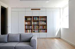 Dormitorios infantiles de estilo moderno por Anna Stathaki