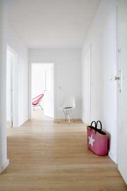 Flur: minimalistischer Flur, Diele & Treppenhaus von Studio Uwe Gaertner Interior Design & Photography