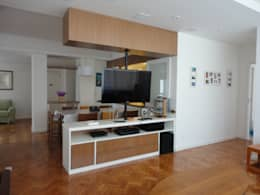 Salas / recibidores de estilo moderno por Maria Helena Torres Arquitetura e Design