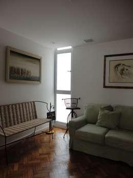 Salas / recibidores de estilo  por Maria Helena Torres Arquitetura e Design
