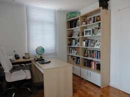 Oficinas de estilo moderno por Maria Helena Torres Arquitetura e Design