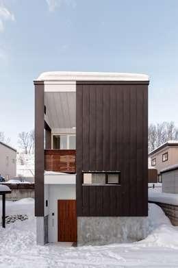 段差を繋ぐ家: 富谷洋介建築設計が手掛けた家です。