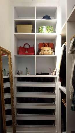 Closet (Parceria Eliana Freitas): Closets modernos por Das Haus Interiores - by Sueli Leite & Eliana Freitas