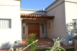 Projekty, klasyczne Domy zaprojektowane przez GD Arquitectura, Diseño y Construccion