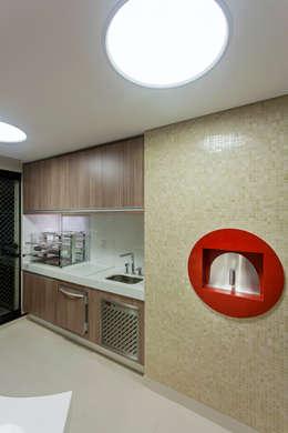Apartamento São Paulo: Terraços  por Designer de Interiores e Paisagista Iara Kílaris