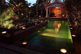Jardines Nocturnos: Jardines de estilo clásico por Akasha espacios iluminados