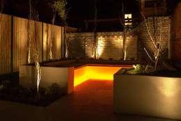 Jardines de estilo clásico por Akasha espacios iluminados