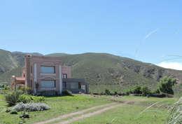Casa CM: Casas de estilo moderno por jose m zamora ARQ
