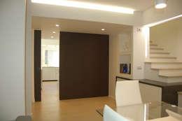 moderne Eetkamer door Archideo Studio di Architettura