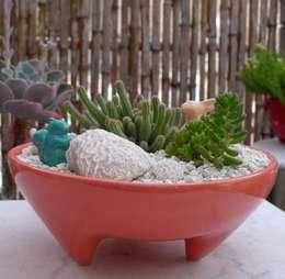 Jardines de estilo moderno por CURADORAS