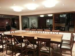 Casa CM: Comedores de estilo moderno por jose m zamora ARQ