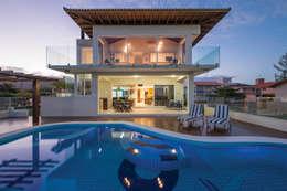 Casas de estilo topical por Ronald T. Pimentel Fotografia