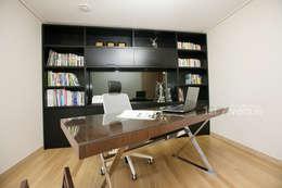 Bureau de style de style Moderne par 퍼스트애비뉴