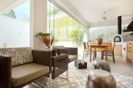 Salas de estilo moderno por Silvana Lara Nogueira