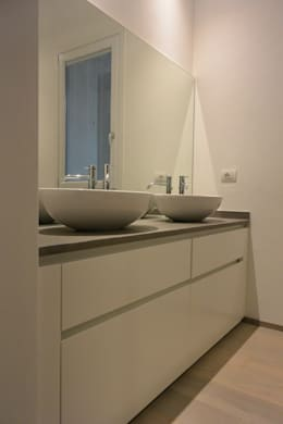 modern Bathroom by Emmeti Srl