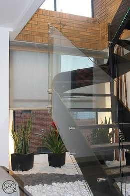 Espacios Interiores: Pasillos y recibidores de estilo  por Home Reface - Diseño Interior CDMX