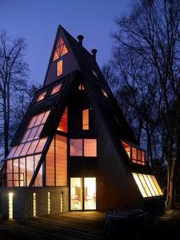Maisons de style de style Moderne par Vektor arquitek