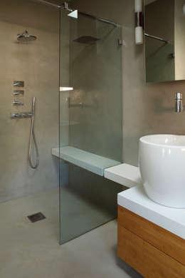 Mortier Fin lissé: Salle de bains de style  par Matières Marius Aurenti