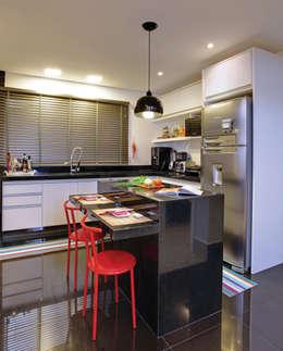 modern Kitchen by Híbrida Arquitetura, Engenharia e Construção